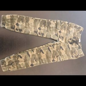 Old Navy army print cargo joggers